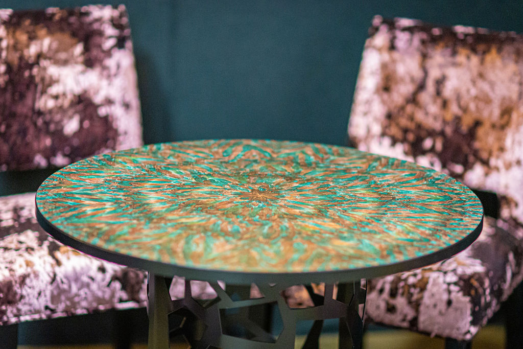 Nature Squared round table and Alroys legs pheasant Feathers